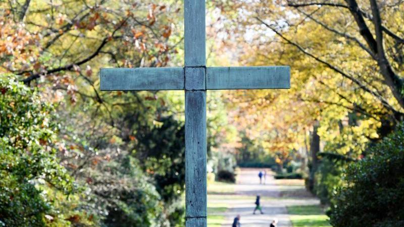 Der 31-Jährige, der auf einem Friedhof eine Frau angezündet hat, war bereits polizeibekannt (Symbolbild).