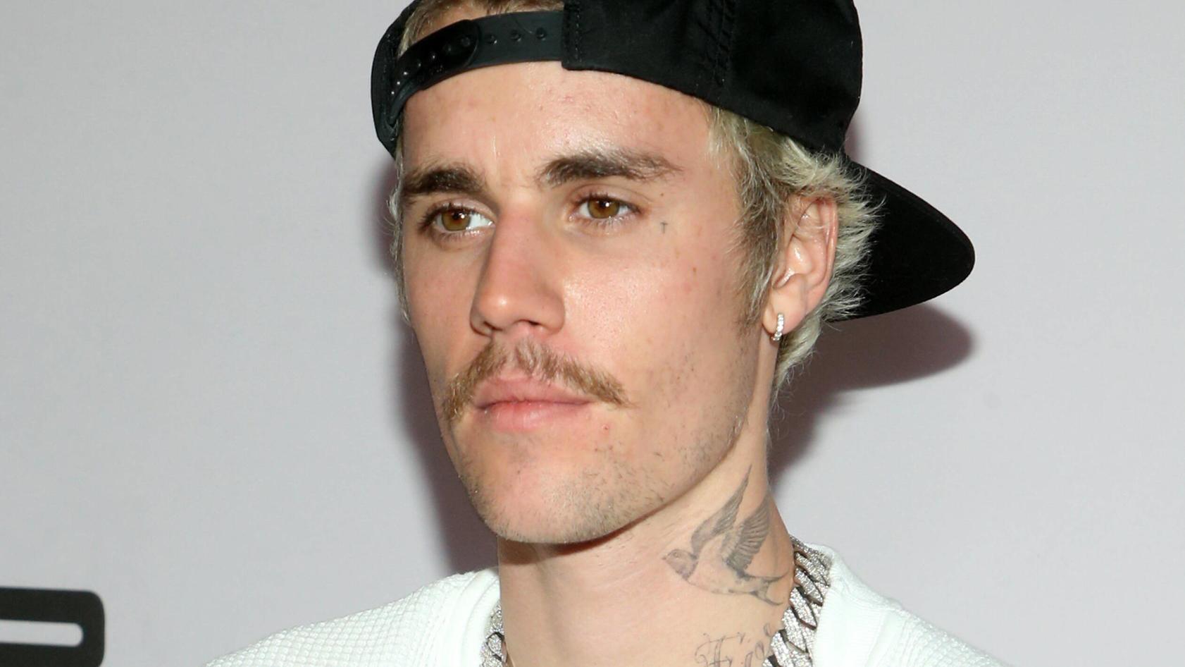 Als Justin Bieber eine geheimnisvolle Telefonnummer auf Twitter postet, rasten die Fans völlig aus.