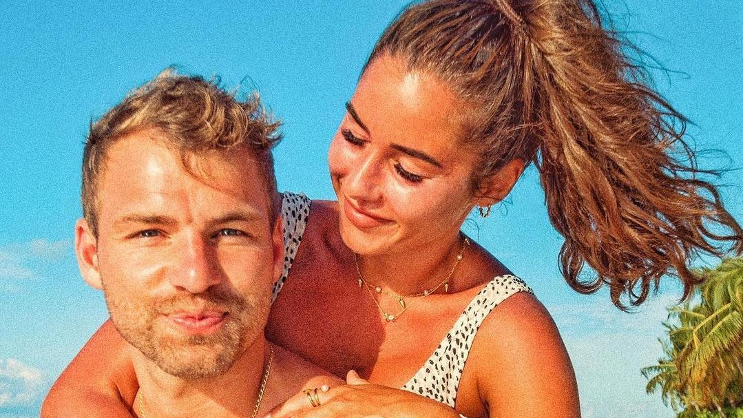 Julian Büscher und Sarah Lombardi haben sich 2020 im Traumurlaub auf den Malediven verlobt.