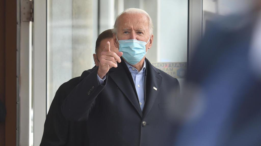 November 3, 2020, Scranton, United States: Joe Biden points to supporters at a stop in Scranton on Tuesday. .Joe Biden visits the Union hall in Scranton Pa. on election day. Scranton United States - ZUMAs197 20201103_zaa_s197_100 Copyright: xAimeexD