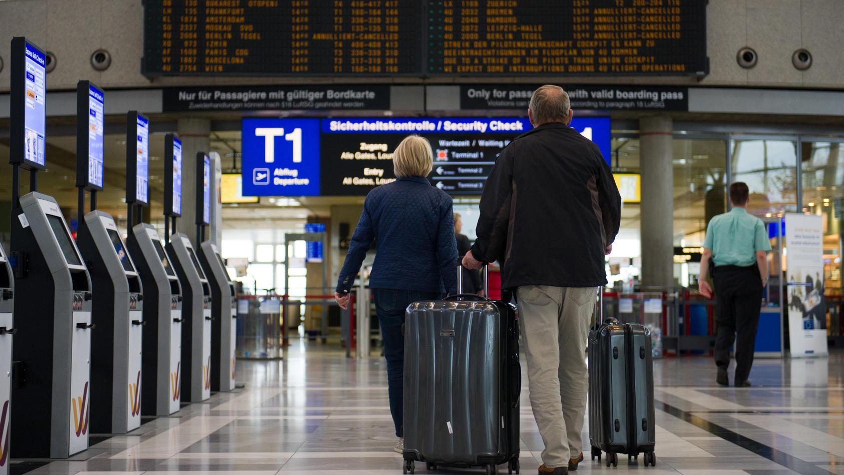 Verbraucherschützer fordern, dass Flugtickets künftig nicht mehr per Vorkasse bezahlt werden sollen.