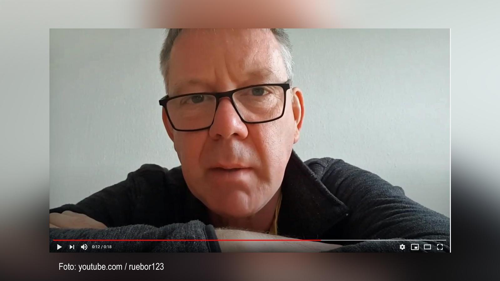 Der Berliner Lehrer Rüdiger Borrmann in einem seiner zahlreichen Videos.