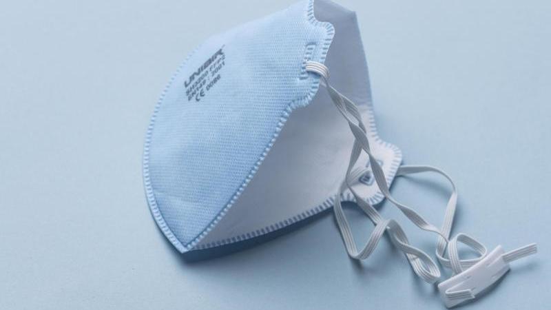 Eine Atemschutzmaske der Kategorie FFP2. Foto: Christian Beutler/KEYSTONE/dpa/symbol