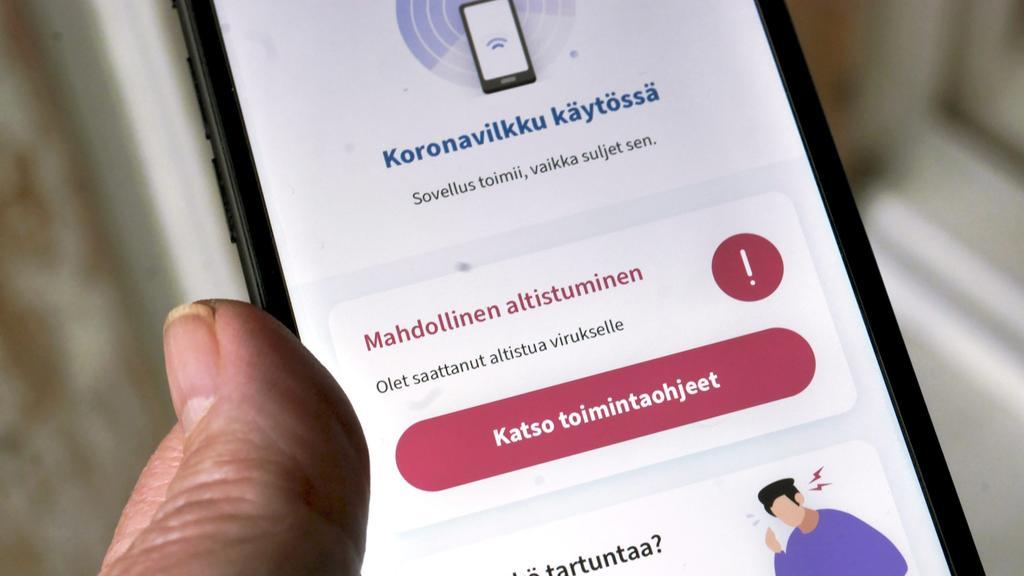 ILLUSTRATION - 07.10.2020, Finnland, Helsinki: Die finnische Corona-App «Koronavilkku» warnt seinen Benutzer über eine mögliche Risikobegegnung mit einer mit Corona infizierten Person. Foto: -/Lehtikuva/dpa +++ dpa-Bildfunk +++