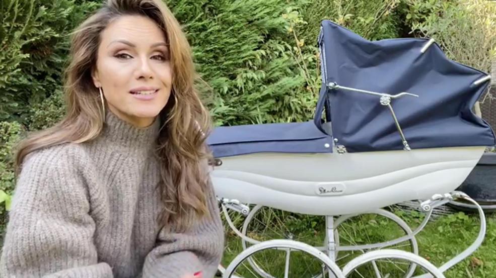 RTL-Moderatorin Nazan Eckes mit Kinderwagen.