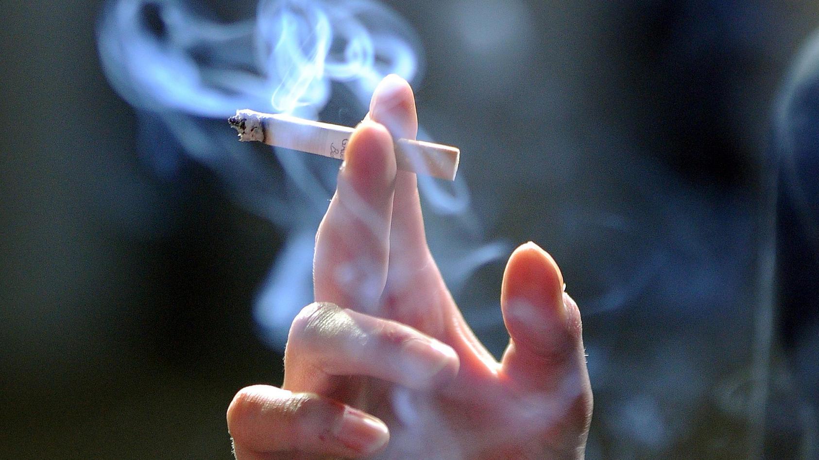 Leiden Raucher weniger stark unter Corona-Symptomen?