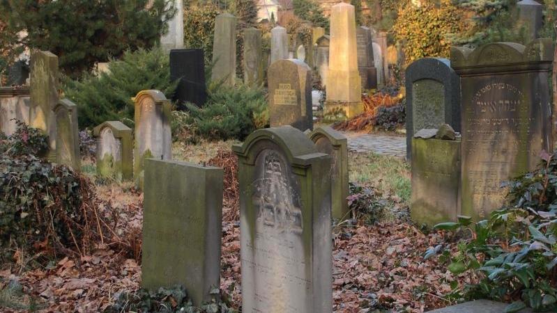 Grabsteine auf einem jüdischen Friedhof