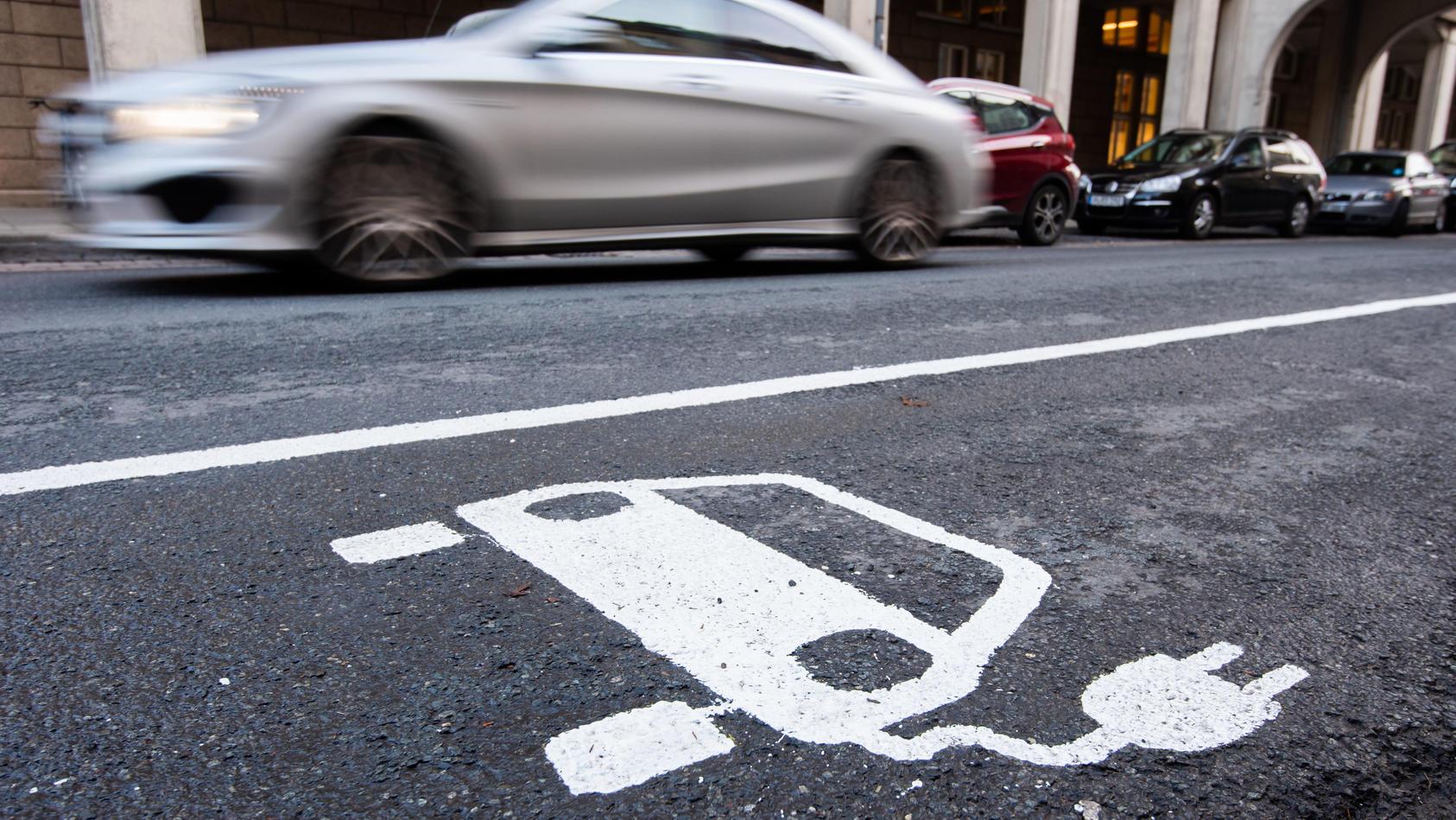 Ladeinfrastruktur für E-Autos soll ausgeweitet werden