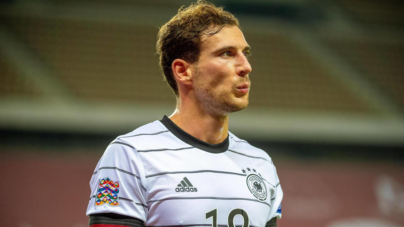 Leon Goretzka sichtlich bedient nach seiner Auswechslung bei der Klatsche gegen Spanien.