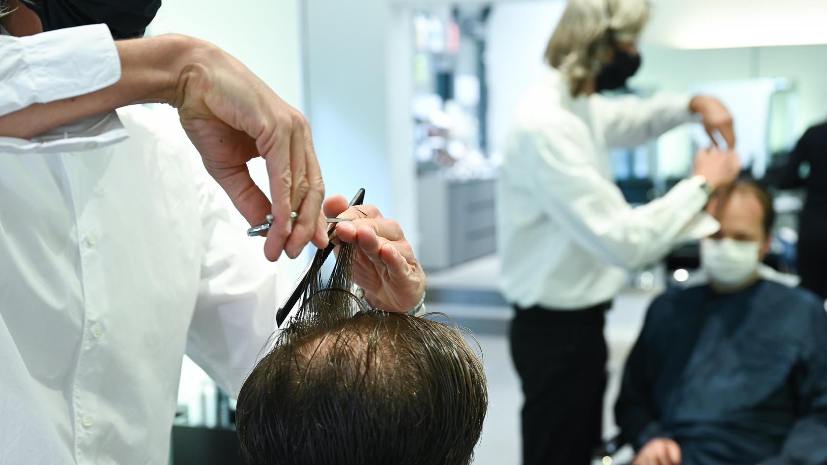 Wegen Corona fehlt in vielen Friseurbetrieben Personal.