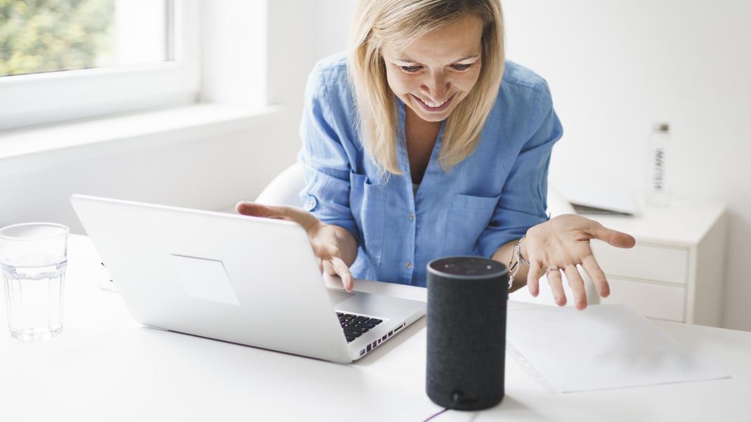Smarte Lautsprecher lassen sich zuhause oder im Büro nutzen.