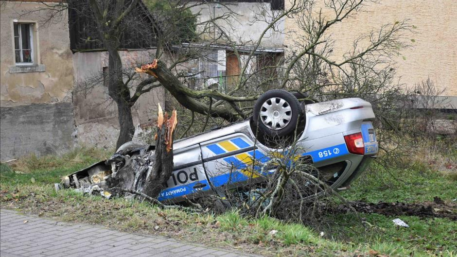 Nach Verfolgungsjagd in Sachsen: Tschechisches Polizeiauto ...