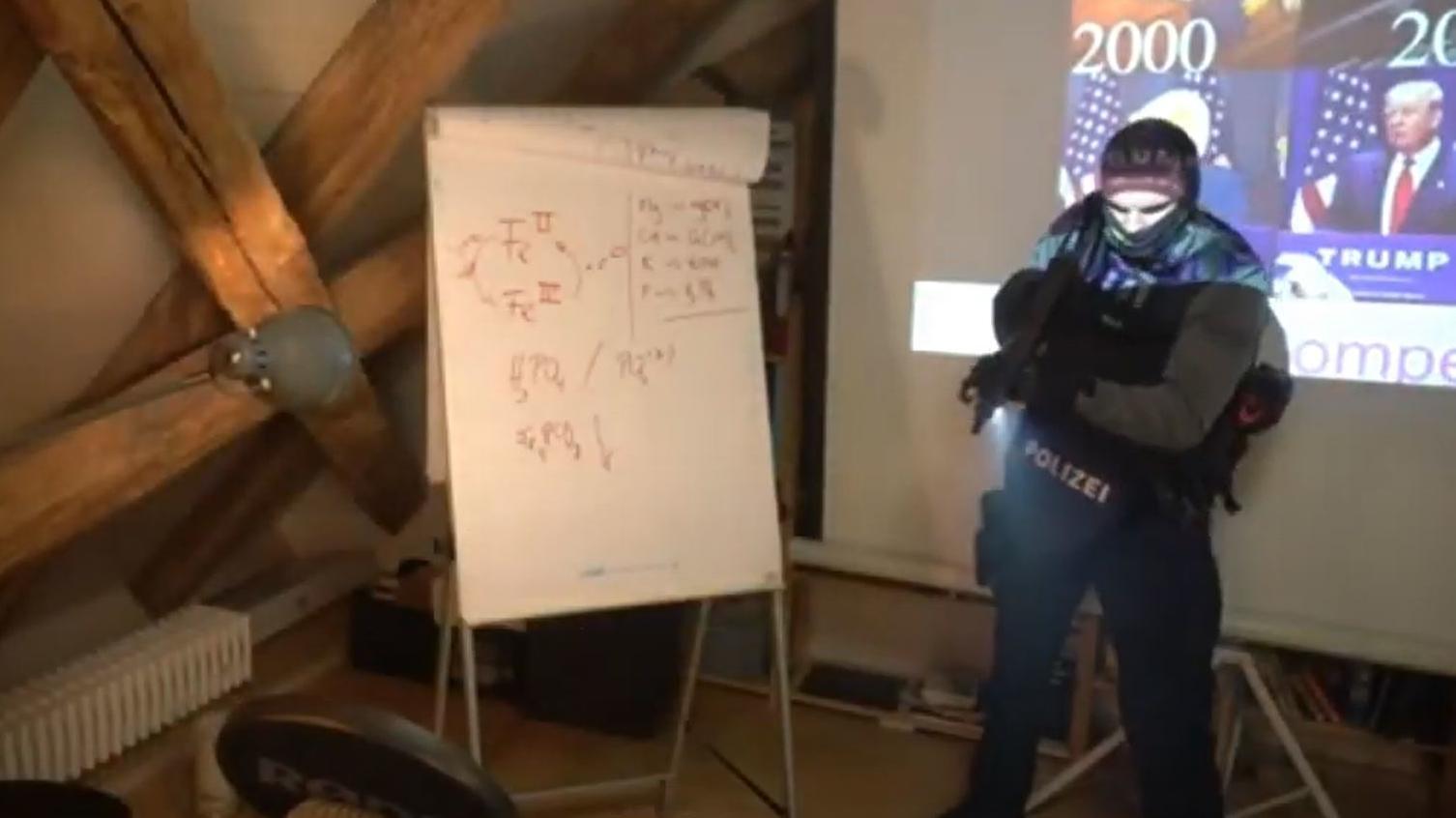 Der YouTuber Andreas Noack geriet während eines Live-Streams inmitten einer polizeilichen Durchsuchung.