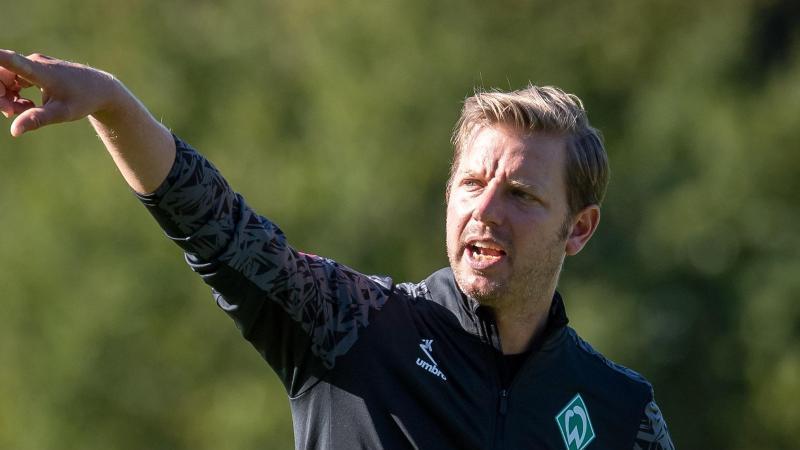 Florian Kohfeldt, Trainer vom Fußball-Bundesligisten Werder Bremen, gestikuliert. Foto: Sina Schuldt/dpa