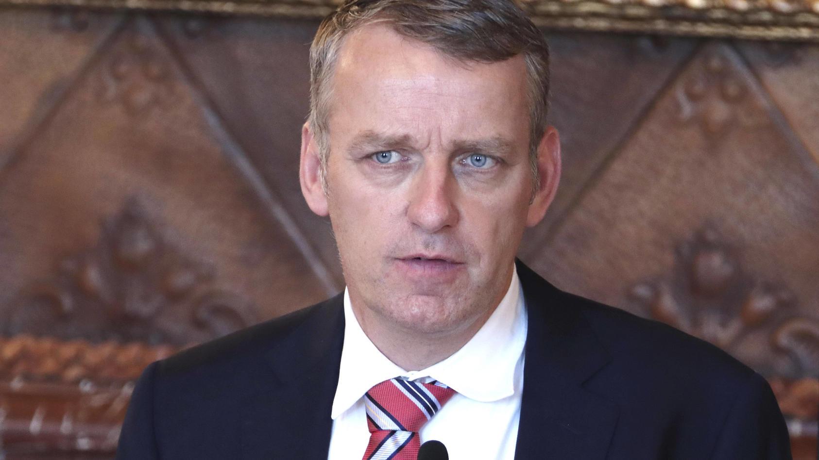 Prof. Dr. Stefan Kluge am 13.11. bei einer Pressekonferenz zur weiteren Entwicklung in der Corona-Pandemie im Hamburger Rathaus.