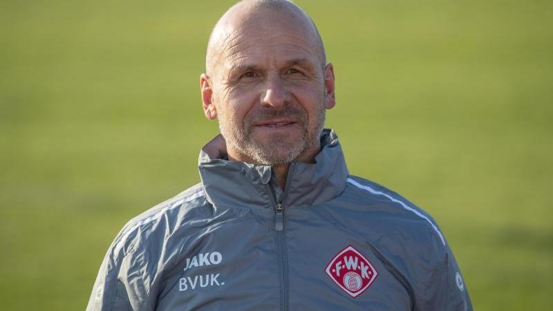 Der neue Trainer der Würzburger Kickers Bernhard Trares. Foto: Daniel Karmann/dpa/Archivbild