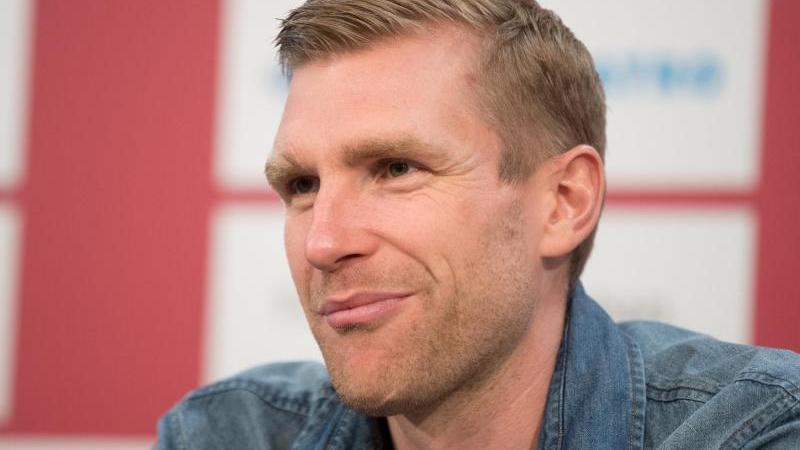 Der ehemalige Fußball-Nationalspieler Per Mertesacker würde es begrüßen, wenn Joachim Löw im Amt bleibt. Foto: Julian Stratenschulte/dpa