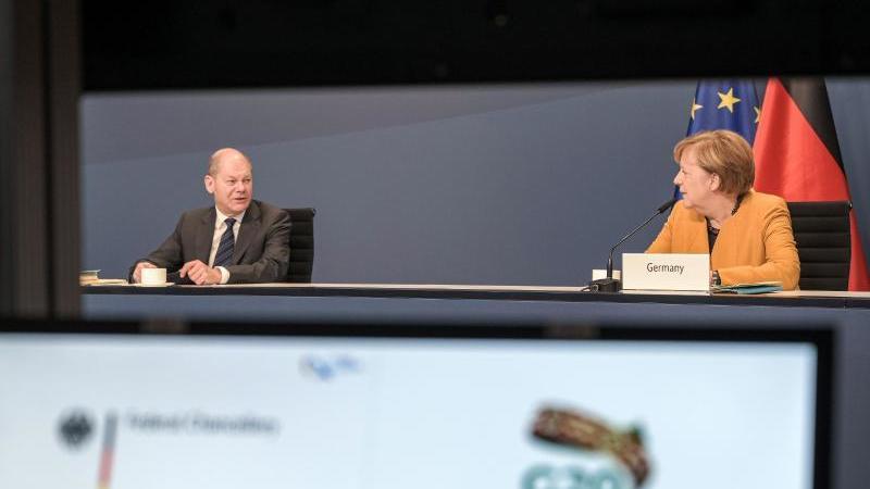 Kanzlerin Angela Merkel und Finanzminister nehmen aus dem Kanzleramt in Berlin am virtuellen G20-Gipfel teil. Foto: Guido Bergmann/Bundesregierung/dpa
