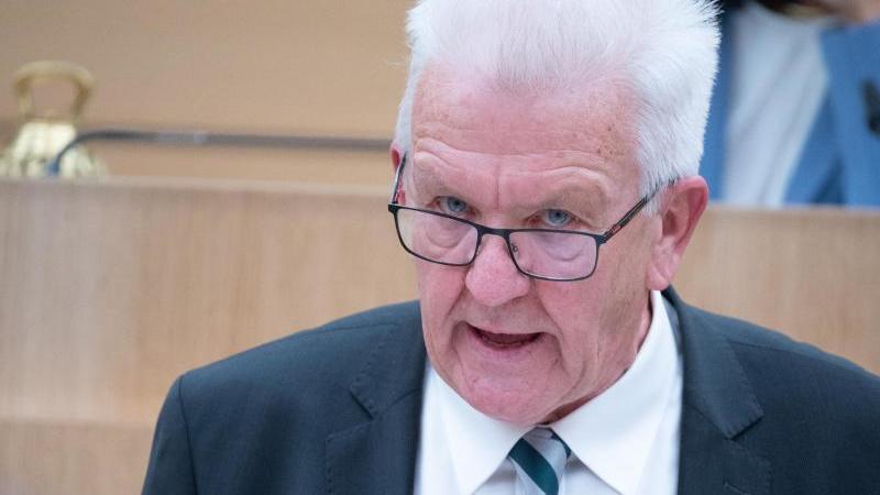 Winfried Kretschmann (Bündnis 90/Die Grünen), Ministerpräsident von Baden-Württemberg, spricht. Foto: Sebastian Gollnow/dpa