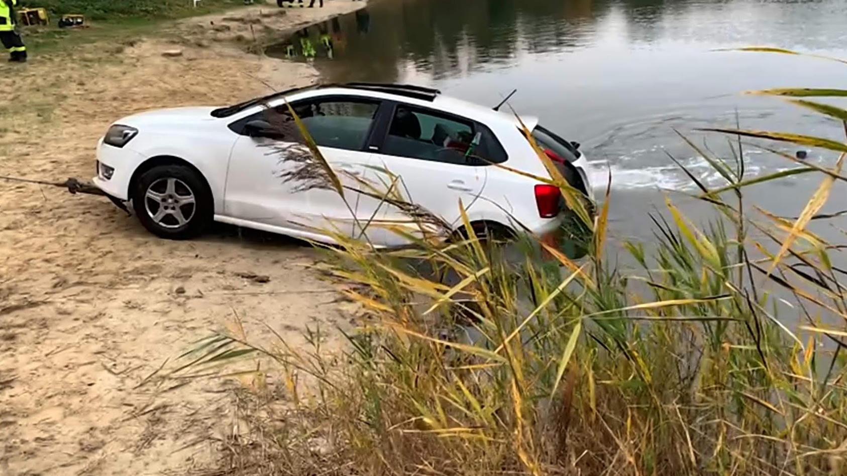Burgwedel: Auto von Angler rollt in See