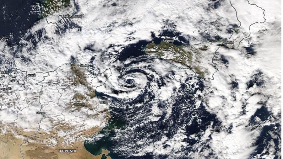 Das Tief kringelte sich am Wochenende förmlich über dem westlichen Mittelmeer ein.