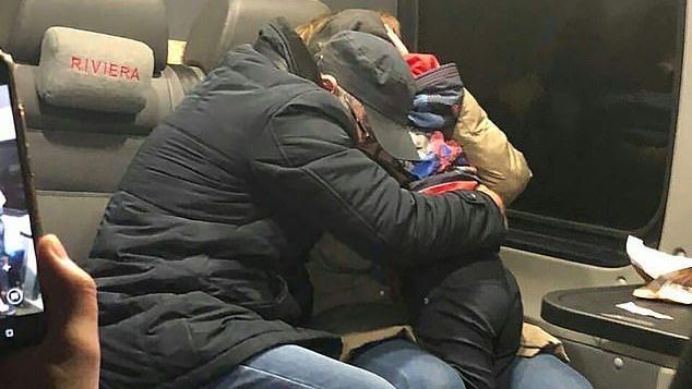Zwei junge russische Mädchen