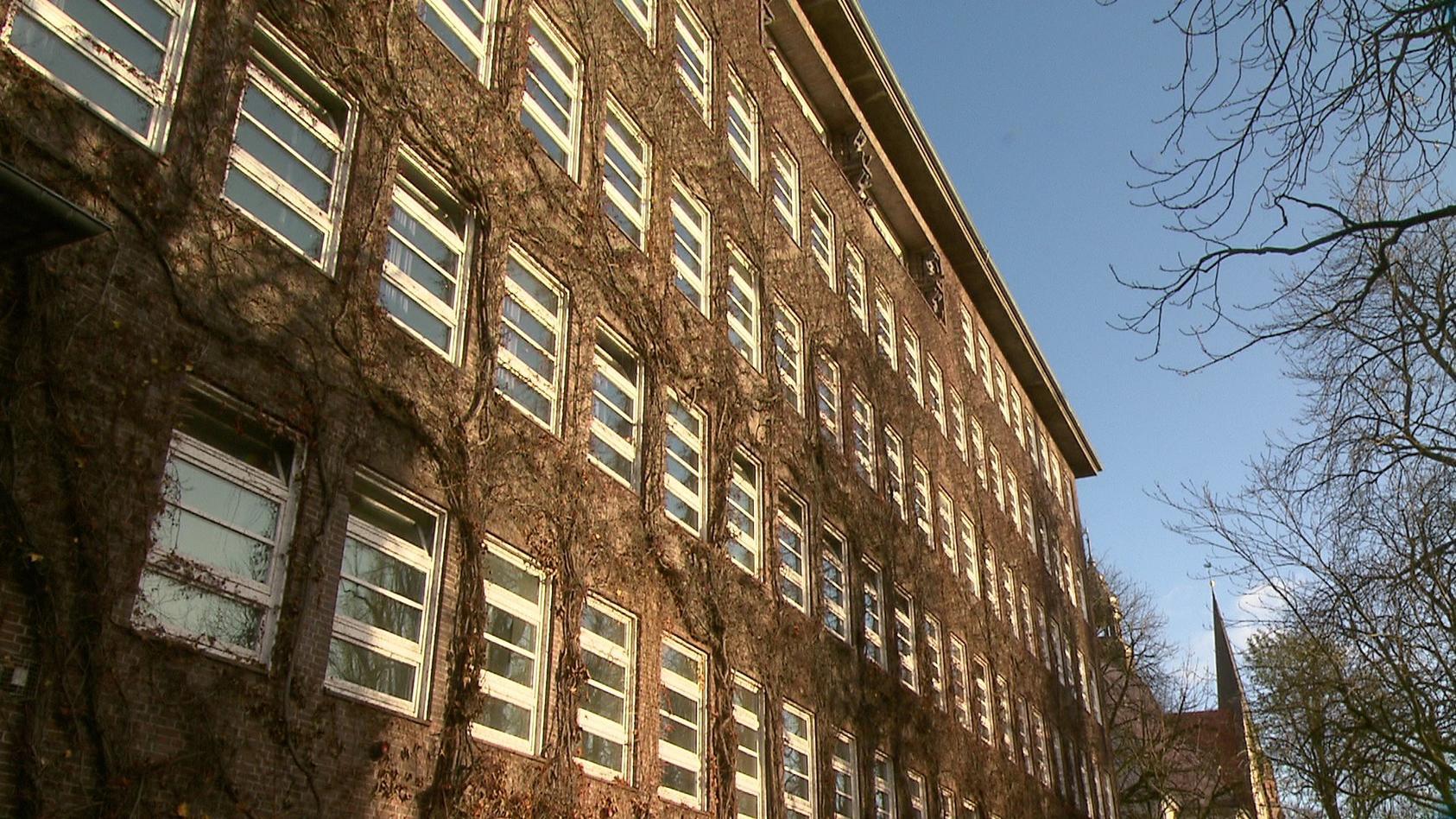 An der Ida Ehre Schule in Hamburg Harvestehude startet wieder der Unterricht.