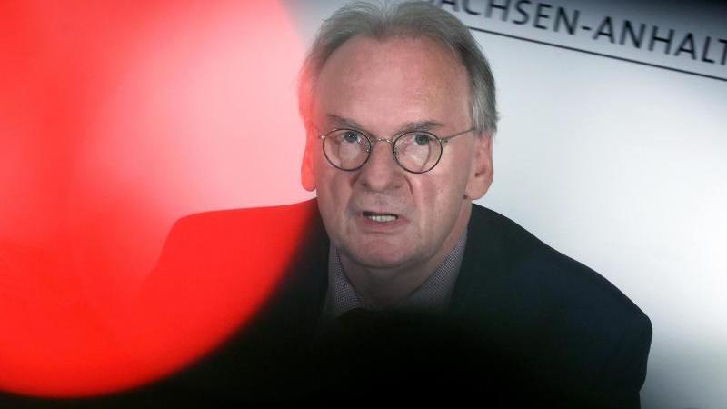 Sachsen-Anhalts Ministerpräsident Reiner Haseloff (CDU). Foto: Ronny Hartmann/dpa-Zentralbild/dpa/Archivbild