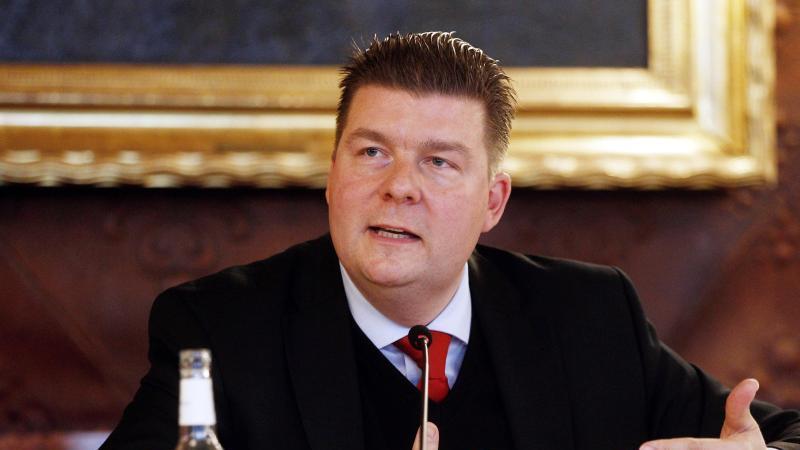 Andreas Dressel (SPD), Finanzsenator, spricht. Foto: Markus Scholz/dpa/Archivbild