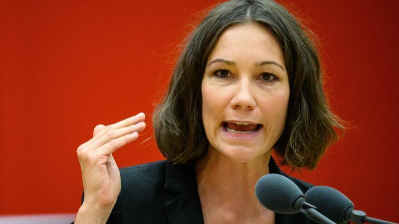 Die rheinland-pfälzische Integrationsministerin Anne Spiegel (Bündnis 90/Die Grünen) spricht. Foto: Andreas Arnold/dpa/Archivbild