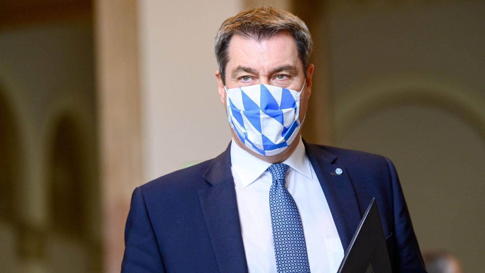 Auf den Weg zur Sondersitzung: Ministerpräsident Dr. Markus Söder, MdL, im Bayerischen Landtag. Ministerpräsident Dr. M