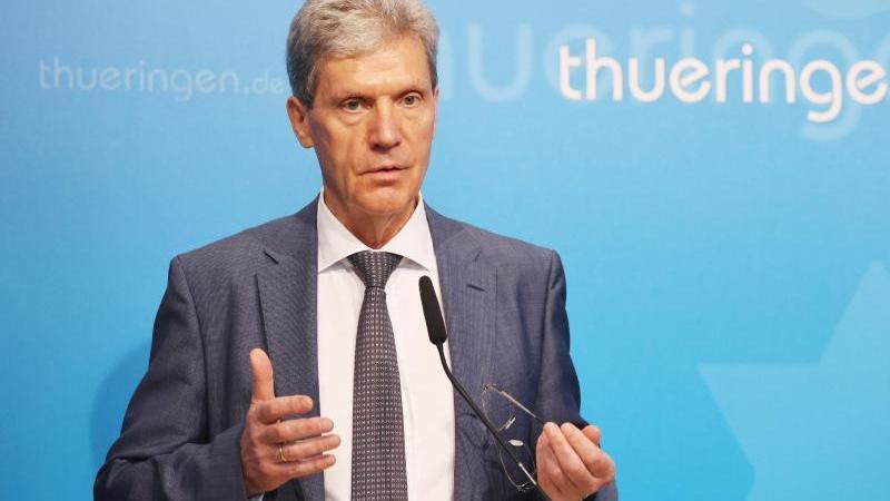 Helmut Holter (Linke), Bildungsminister in Thüringen, spricht. Foto: Bodo Schackow/dpa-Zentralbild/dpa/Archivbild