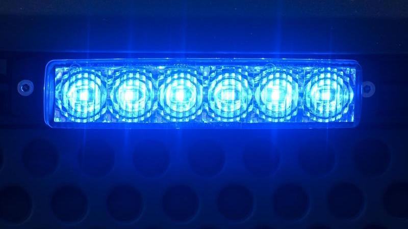 Ein Blaulicht leuchtet. Foto: Robert Michael/dpa-Zentralbild/ZB/Archivbild