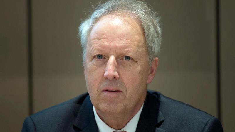 Der Geschäftsführende Präsident des Ostdeutschen Sparkassenverbandes, Dr. Michael Ermrich. Foto: Arno Burgi/dpa-Zentralbild/dpa/Archivbild