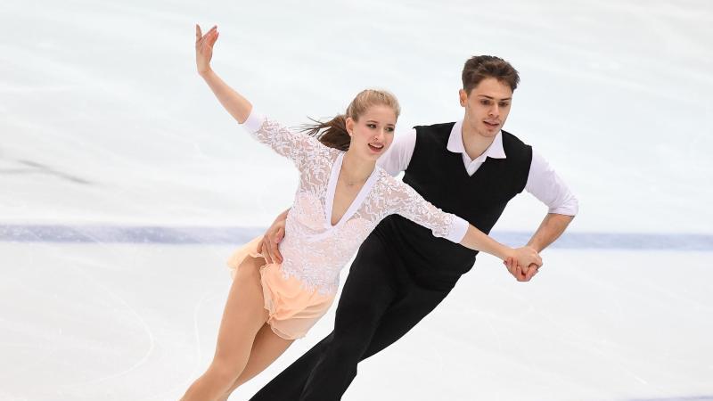 Minerva-Fabienne Hase und Nolan Seegert in Aktion. Foto: picture alliance / Fabian Sommer/dpa/Archivbild