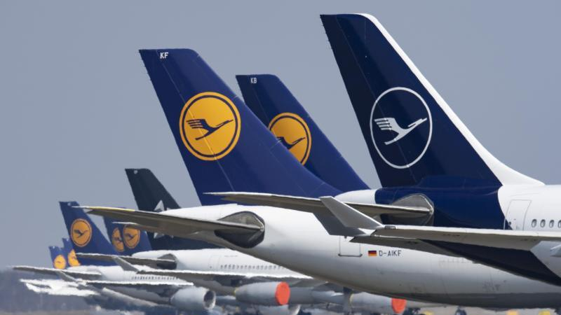 Stillgelegte Flugzeuge der Lufthansa stehen in Frankfurt. Foto: Boris Roessler/dpa