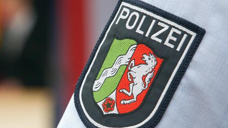 Neue Durchsuchungen bei der nordrhein-westfälischen Polizei: Es geht um neun weitere Beschuldigte, auf die man im Zuge der Ermittlungen um rechtsextreme WhatsApp-Chats gestoßen sei, hieß es. Foto: Friso Gentsch/dpa