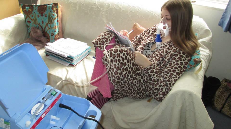 Die Schweinegrippe hat diese junge Engländerin zur Risikopatientin in der Corona-Krise gemacht.