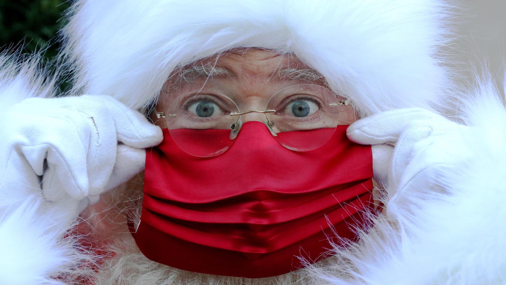 Keine Sorge! Der Weihnachtsmann kommt dieses Jahr trotz Corona-Pandemie zu den Kindern.