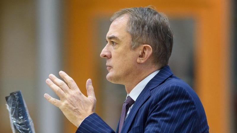 Sachsen-Anhalts Bildungsminister Marco Tullner (CDU) spricht im Plenarsaal des Landtages. Foto: Klaus-Dietmar Gabbert/dpa-Zentralbild/dpa/Archivbild