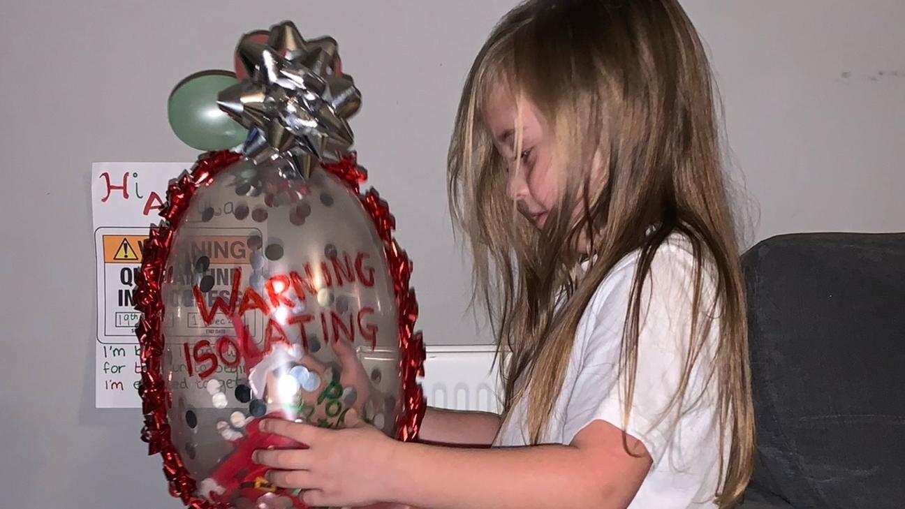 Alayla Kelly bekam von ihrer Mutter ein ungewöhnlich verpacktes Geschenk.