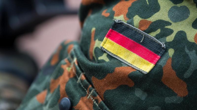 Homosexuelle Handlungen waren bis Ende der 1960er Jahre eine Straftat und beschäftigten auch die Bundeswehr-Gerichte. Foto: Monika Skolimowska/zb/dpa