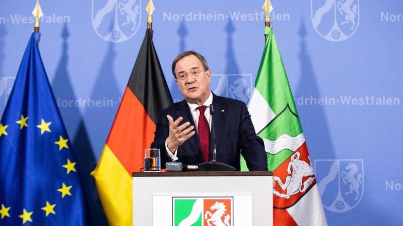 Armin Laschet (CDU), Ministerpräsident von Nordrhein-Westfalen, spricht bei einer Pressekonferenz. Foto: Marcel Kusch/dpa
