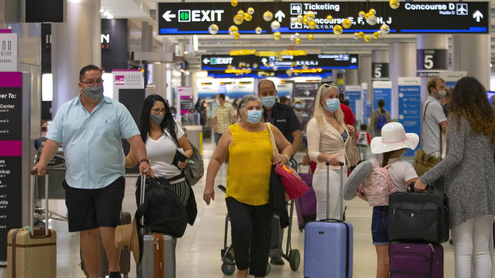 Trotz der angespannten Corona-Lage fliegen Millionen Amerika über Thanksgiving zu ihren Familien.