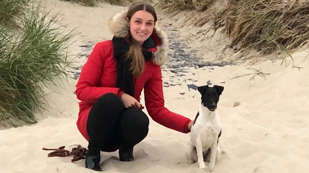 Johanna Paulsen mit ihrem Hund