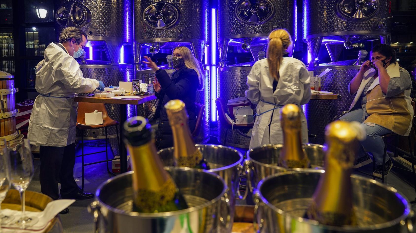 """Nur wer negativ getestet wird, darf in New Yorks """"City Winery"""" essen."""