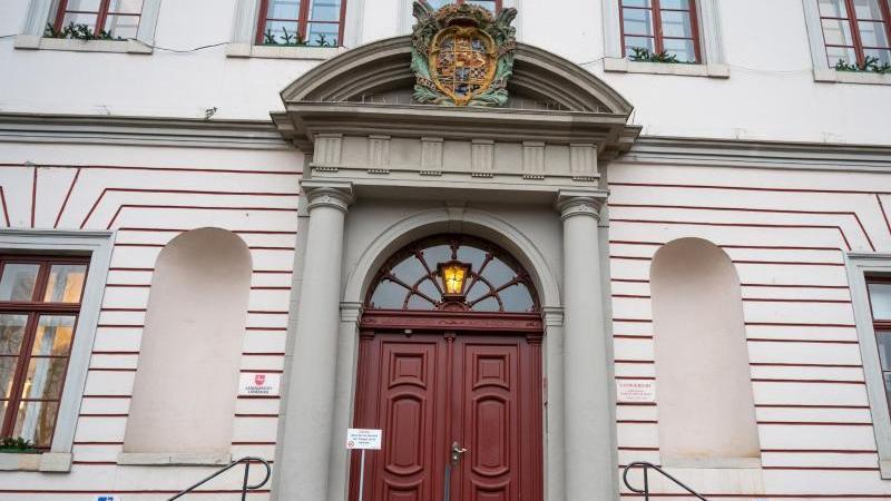 Der Eingang zum Landgericht Lüneburg. Foto: Philipp Schulze/dpa/Archiv