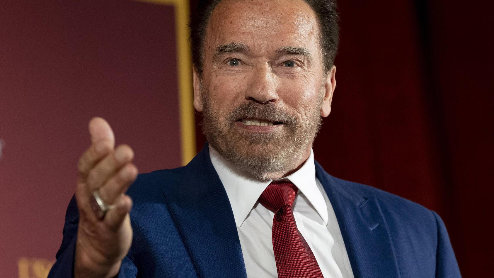 Arnold Schwarzenegger zeigt sich großzügig - auch und besonders an Thanksgiving