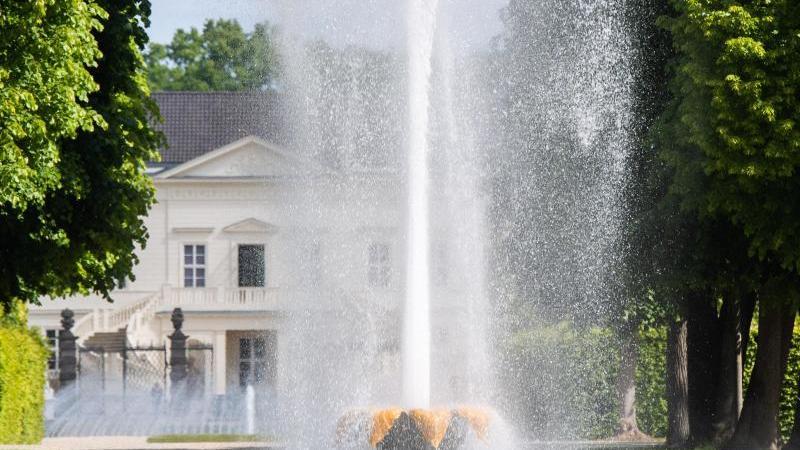 Die Große Fontäne in den Herrenhäuser Gärten. Foto: Julian Stratenschulte/dpa/Archivbild