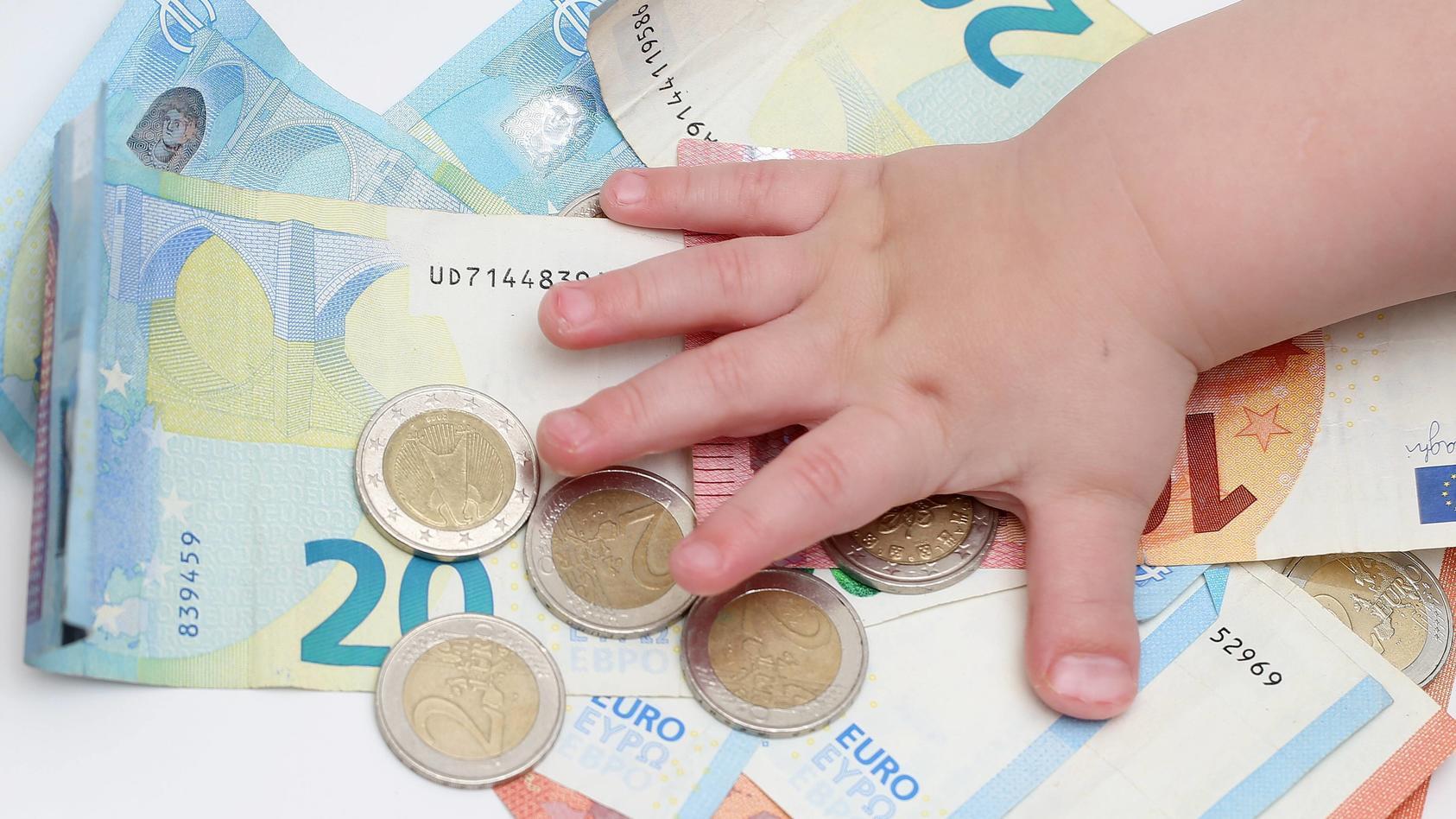 Der Bundesrat hat eine Erhöhung des Kindergeldes beschlossen.